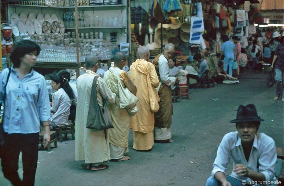 Sài Gòn: chợ Bến Thành, chư Ni