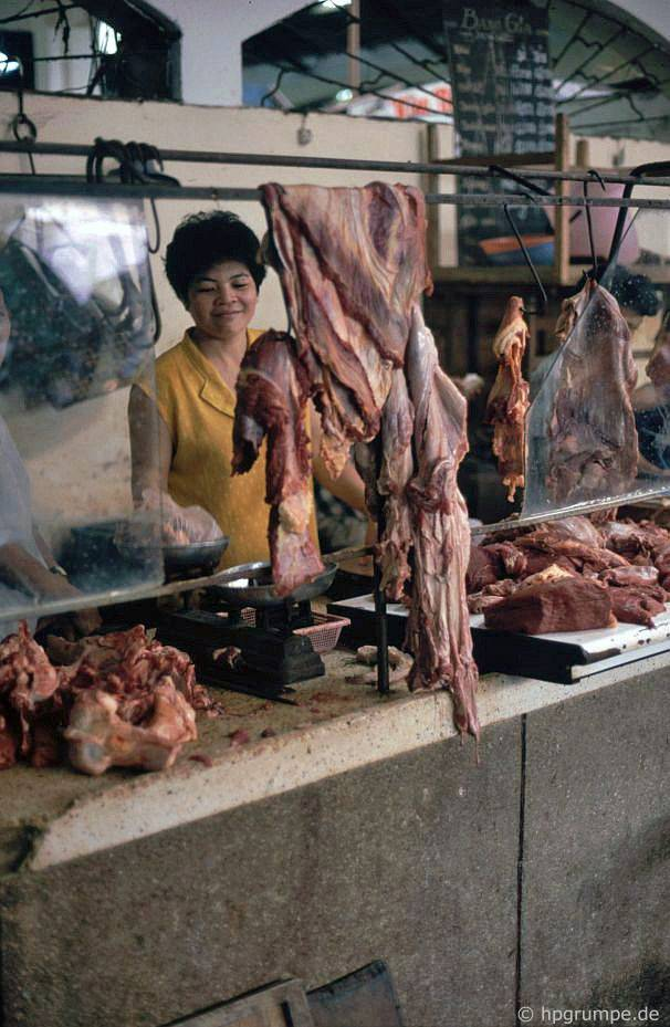 Sài Gòn: Chợ Bến Thành, khu liên hợp chăn nuôi