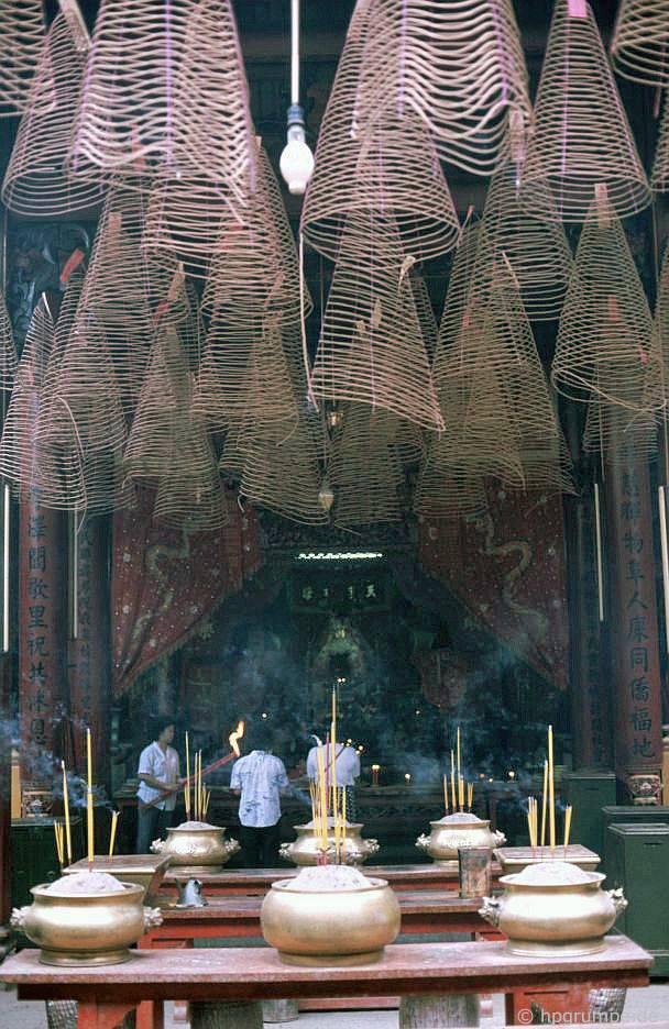 Sài Gòn: chùa Cholon - Thiên Hậu, hương liệu xoắn