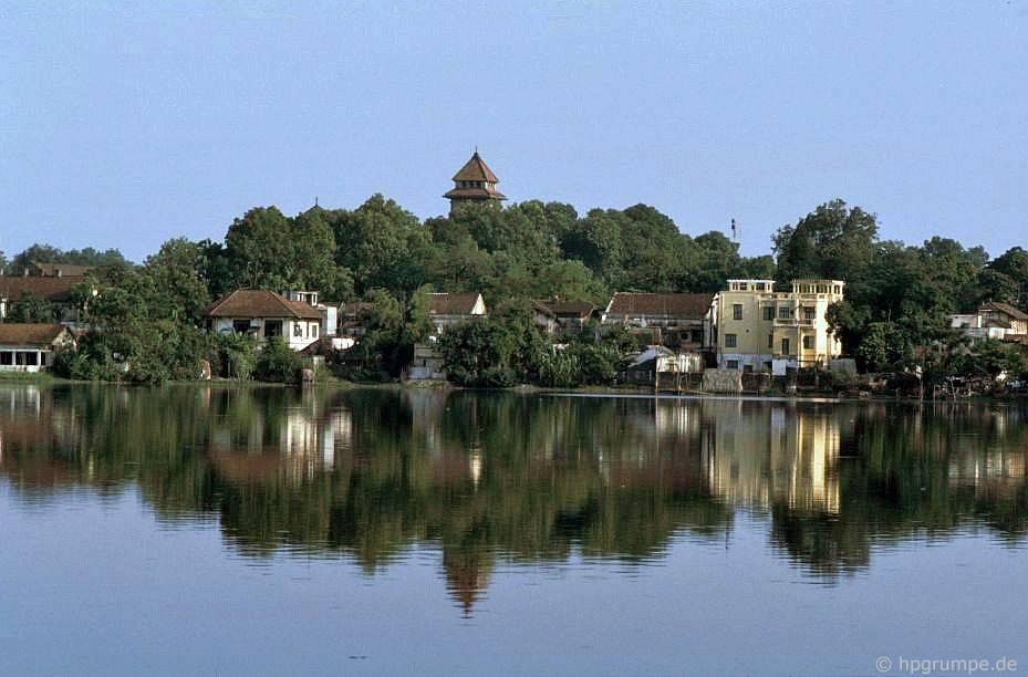 Hà Nội: ở Hồ Tây