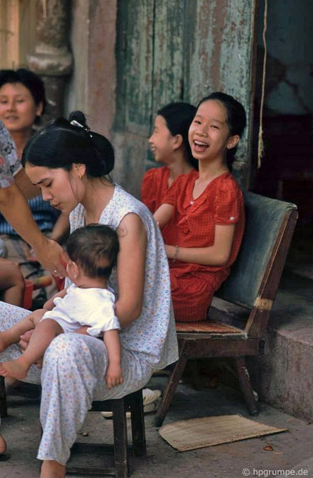 Hà Nội: cô gái trẻ