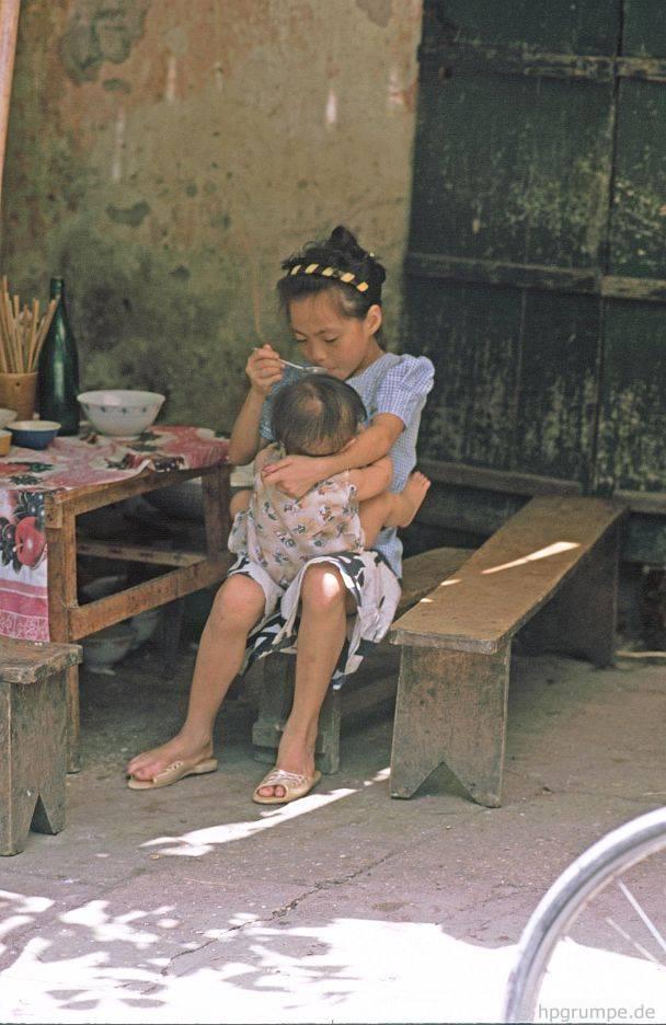 Hà Nội: Cô gái ăn anh chị em