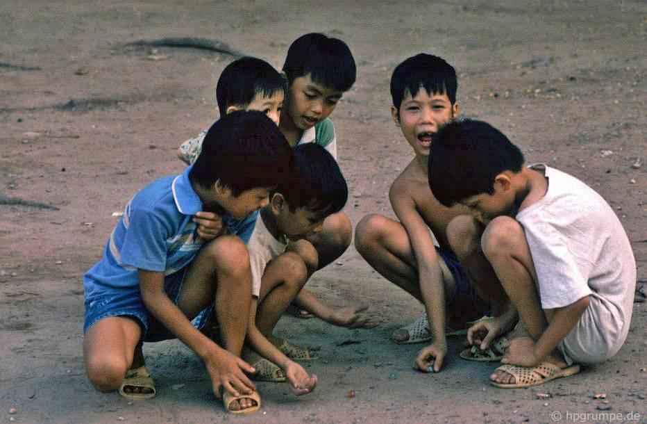 Hồ Hoàn Kiếm - Hà Nội: Marbles Kids Chơi