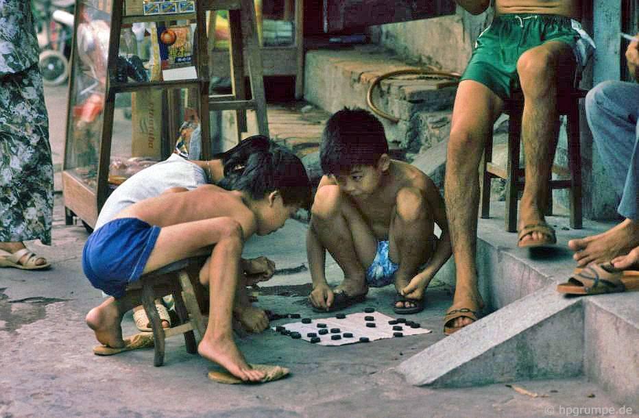 Hà Nội: Trẻ em ở Mühlespiel