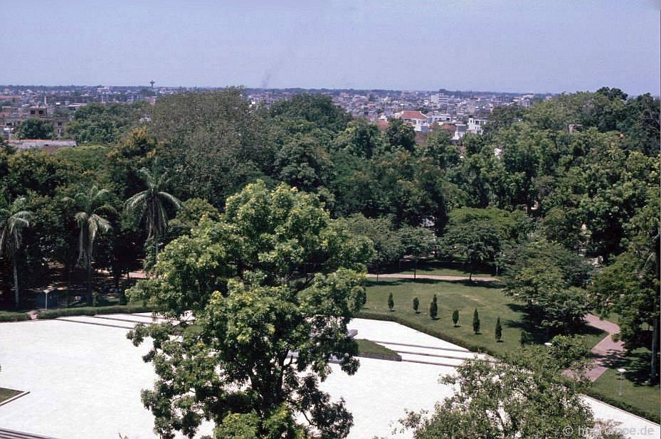 Hà Nội: Xem từ cột cờ của thành phố