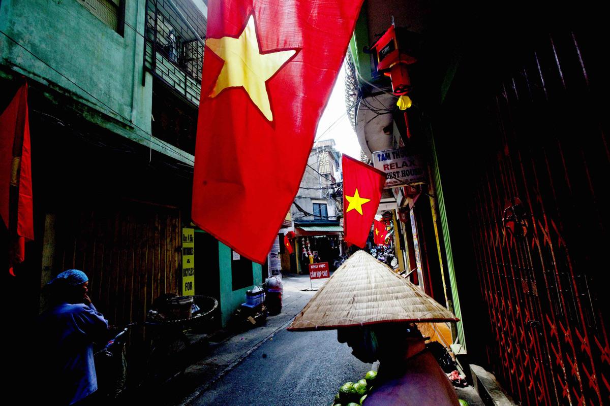 Khi không có chiến tranh, người Việt sống cho ai, vì ai?