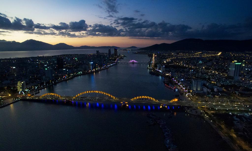 Cầu Rồng (Đà Nẵng) về đêm