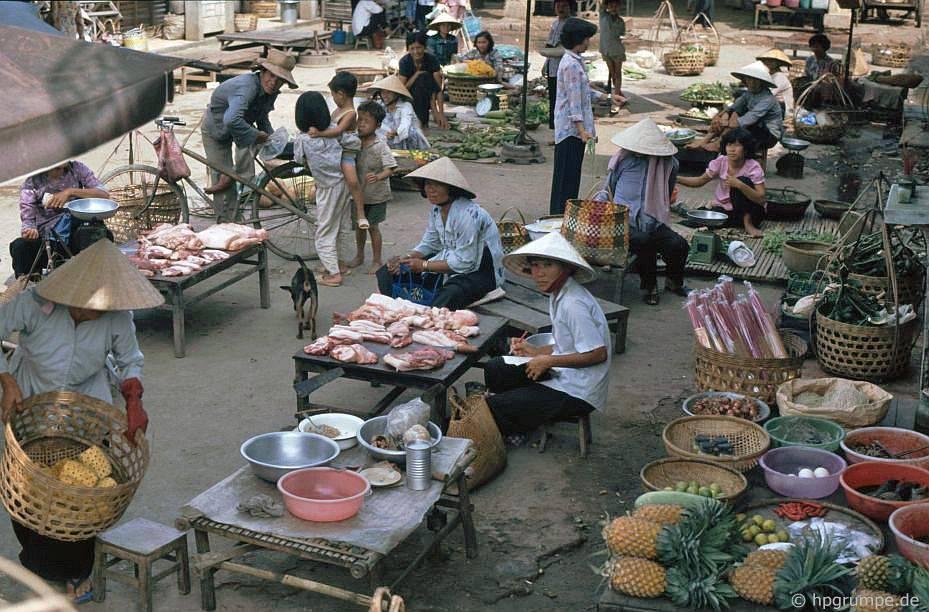 Chợ trên đường