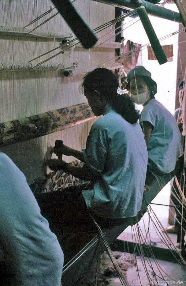Đà Nẵng: Nhà máy sản xuất thảm - phụ nữ làm