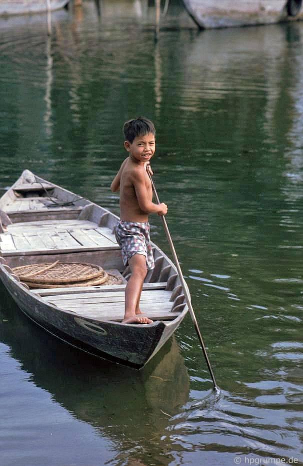 Hội An: Tại sông Thu Bồn - cậu bé trên thuyền