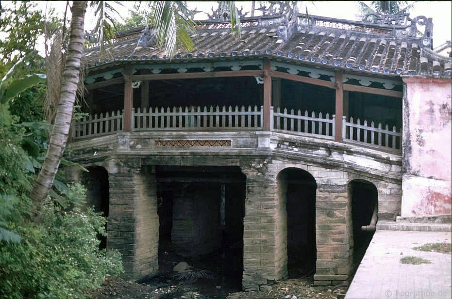 Hội An: Chùa Cầu (Cầu Chùa) hoặc Cầu Nhật Bản