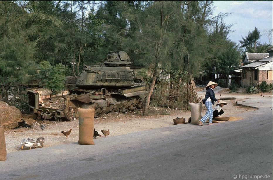 Ngũ Hành Sơn gần Đà Nẵng: Panzerwrack làm gian hàng gà