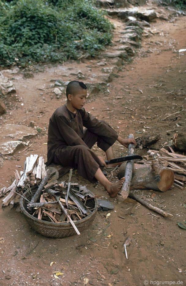 Ngũ Hành Sơn gần Đà Nẵng: Một người mới làm gỗ