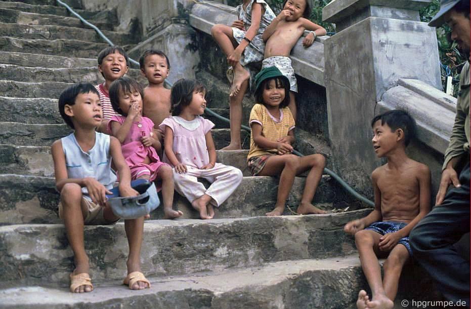 Ngũ Hành Sơn tại Đà Nẵng: Cầu thang lên chùa