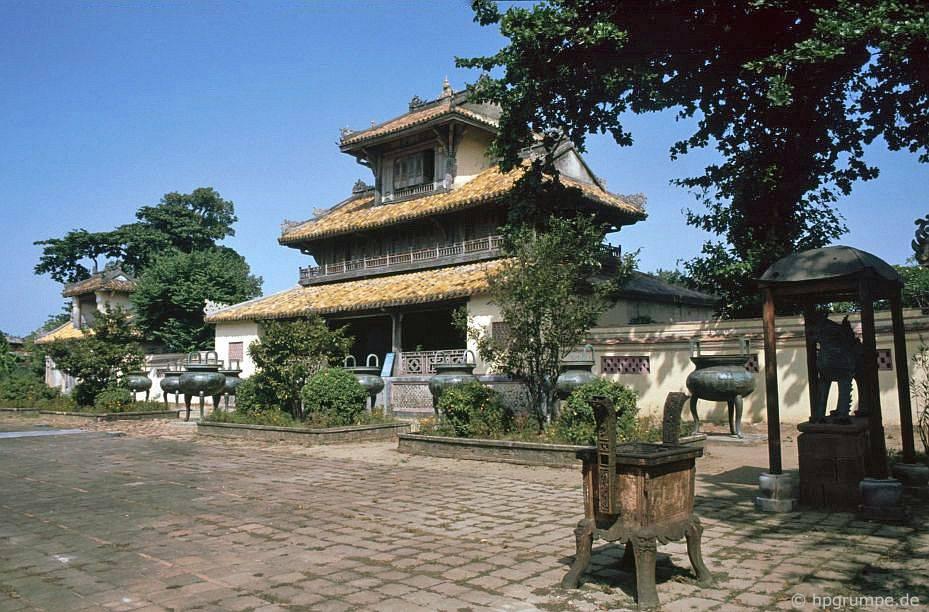 Thành phố Huế: Đền thờ tổ Miếu