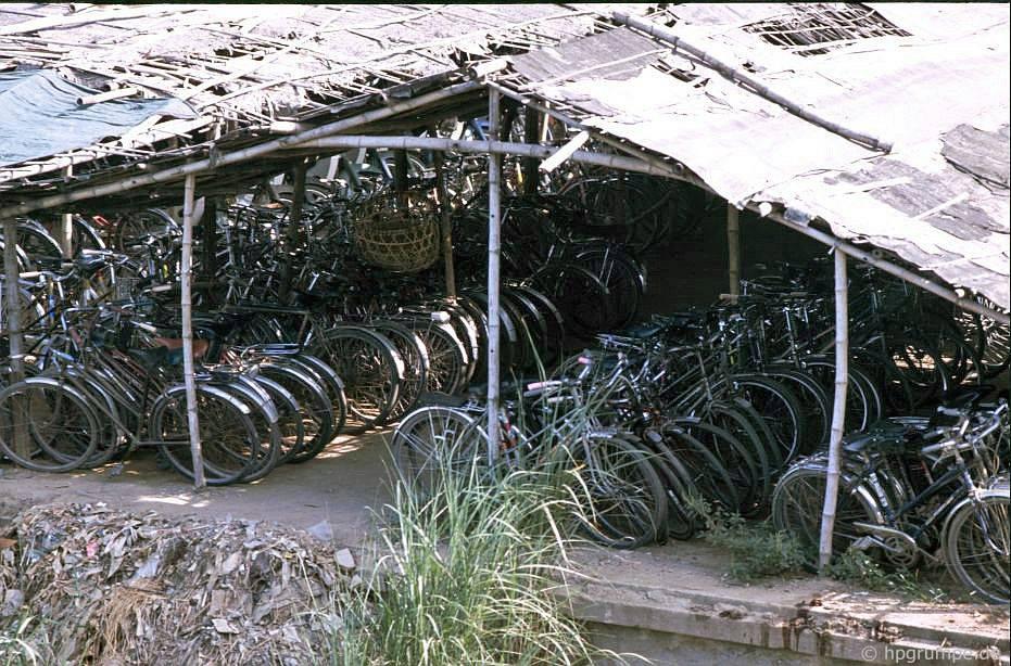 Huế: Nhà để xe đạp cho xe đạp tại chợ