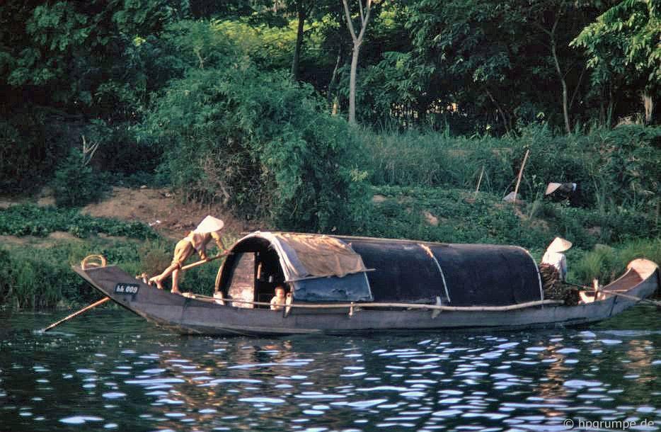 Huế: Thuyền trên sông Hương