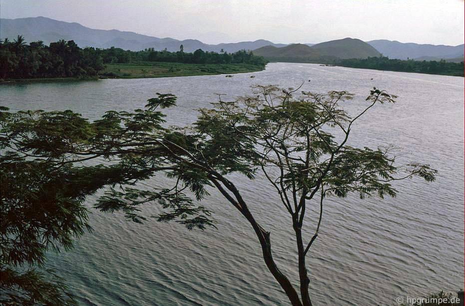Huế: Xem từ tu viện trên sông nước thơm