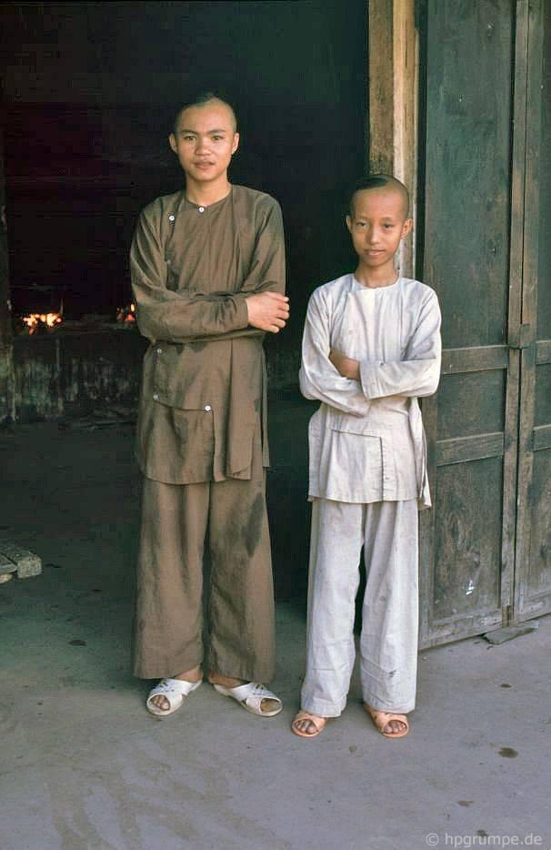 Tu viện Huỳnh Tiên Môn: người mới làm quen trước nhà bếp tu viện