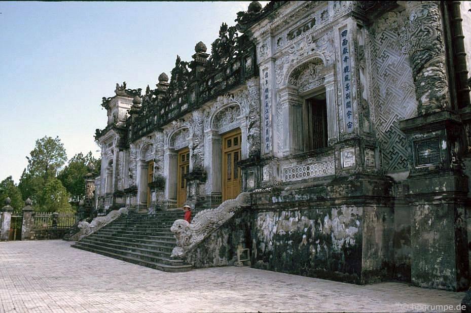 Huế: Lăng mộ Hoàng đế Khải Định - nhà chính