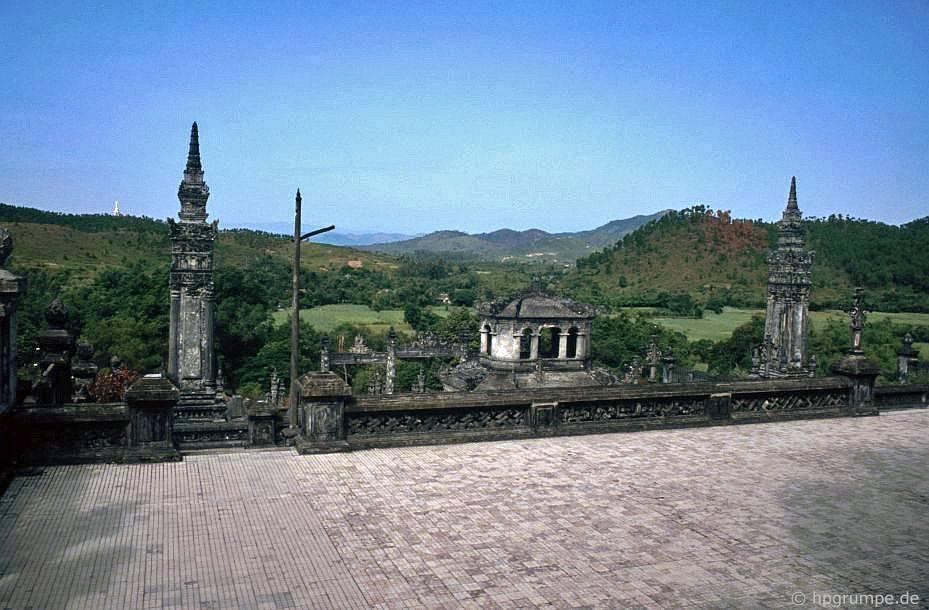 Huế: Quan điểm của cảnh quan từ ngôi mộ Khải Định