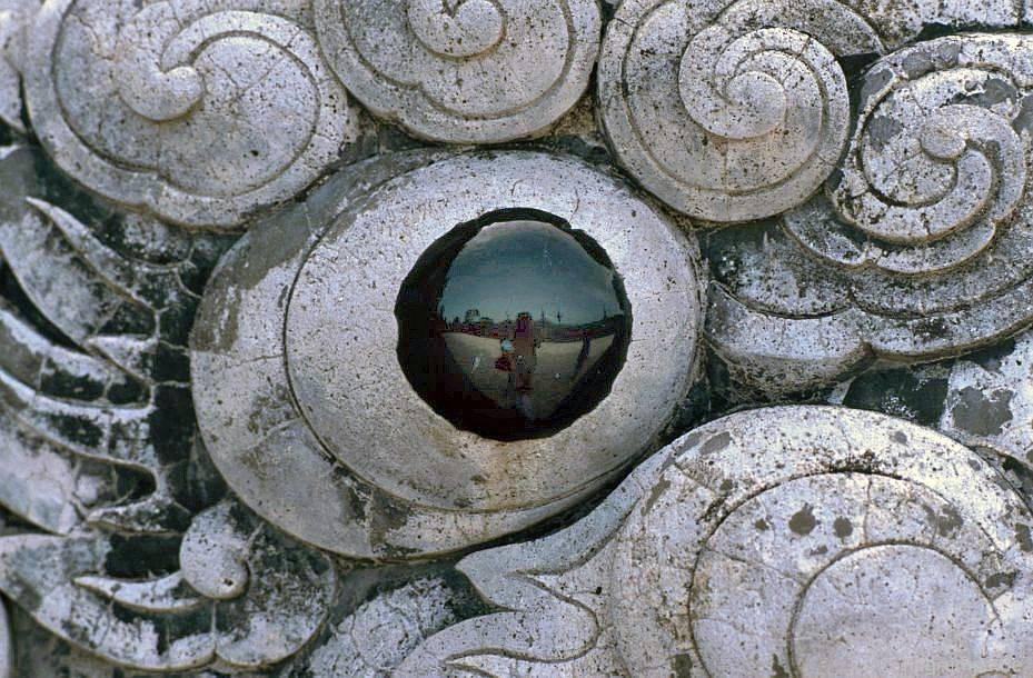Huế: Lăng mộ Hoàng đế Khải Định - Chân trời hẹp trong con mắt của một sinh vật huyền thoại