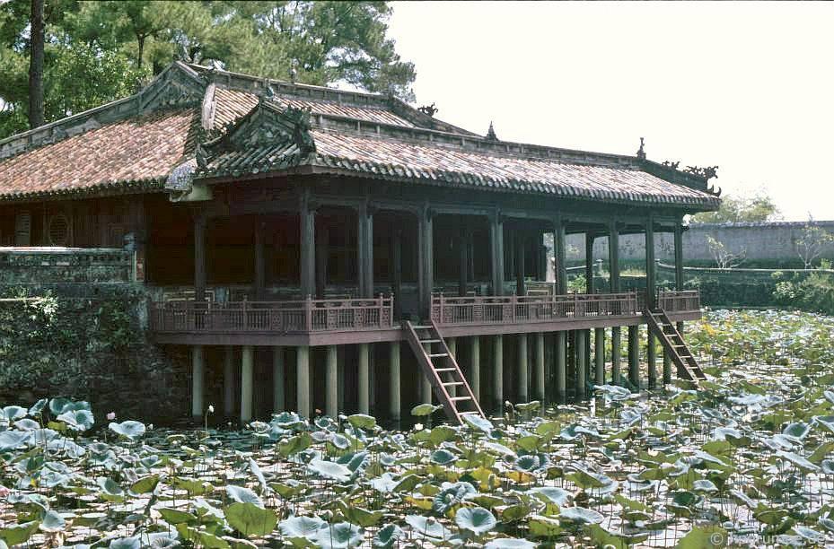 Huế: Lăng Vua Tự Đức - Xung Khiem Pavilion