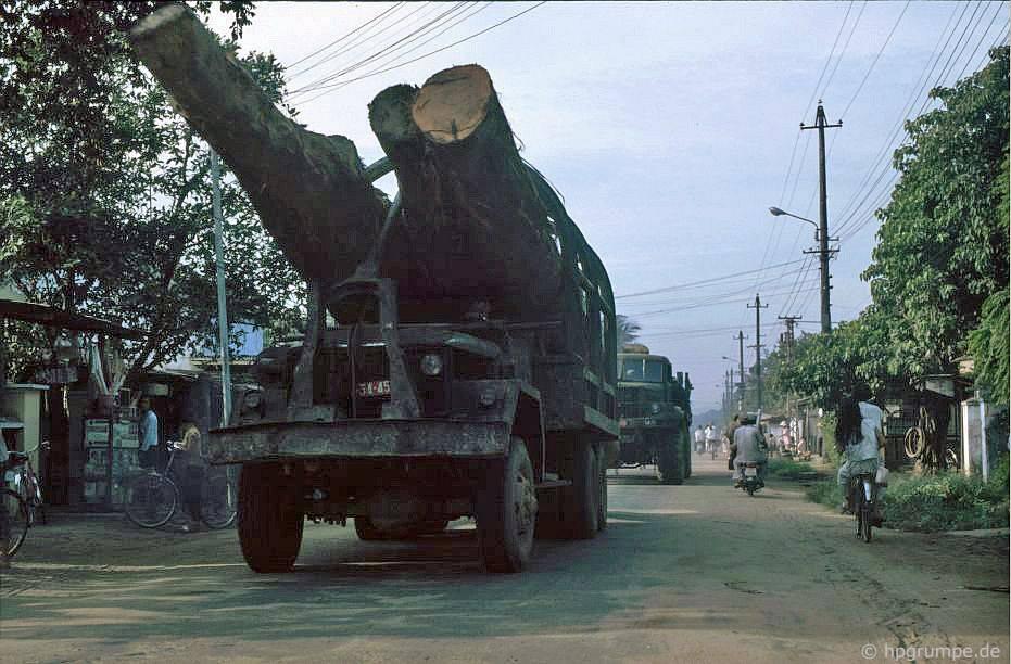 Xe tải quân đội như một chiếc xe tải gỗ