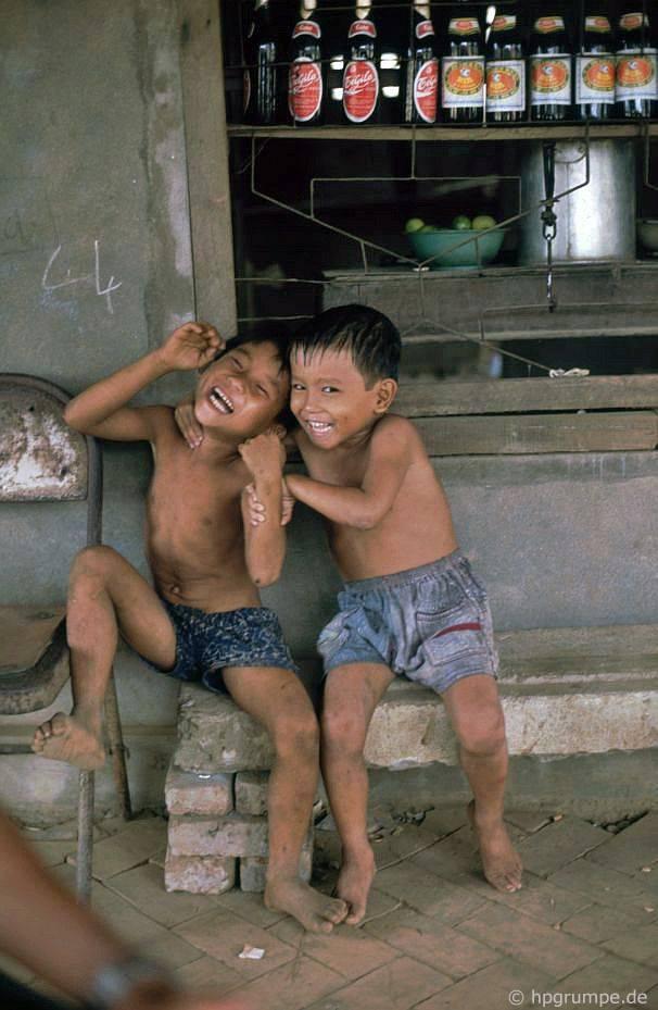 Những đứa trẻ đang vui vẻ