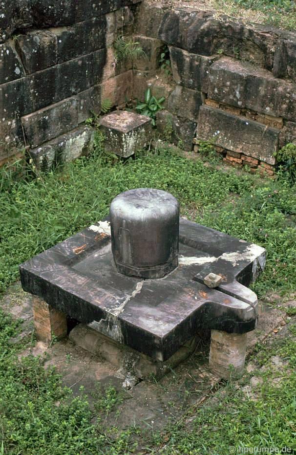 Di tích của Mỹ Sơn - Lingam và Yoni