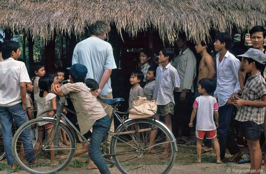 Mỹ Lai: thợ rèn và khán giả