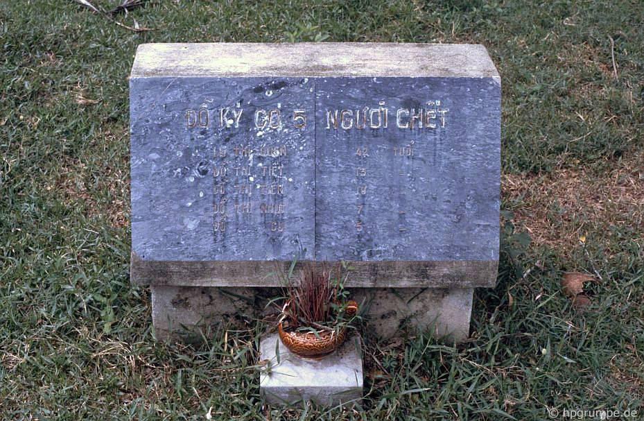 Đài tưởng niệm My Lai: Gravestone