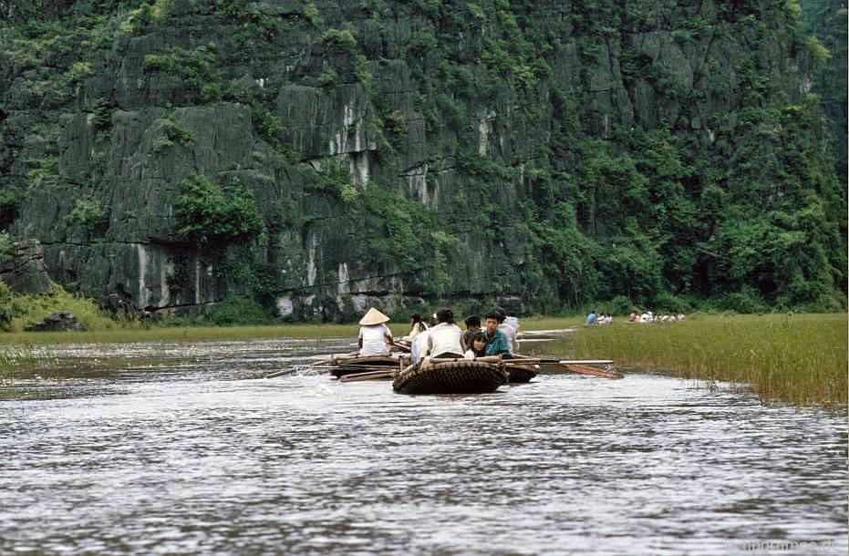 Du thuyền trong Halongbucht khô