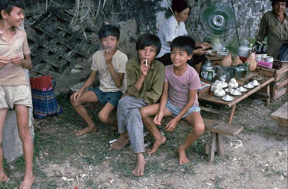 Hoa Lư: Chàng trai ở phía trước chùa Đinh Đình Tiến