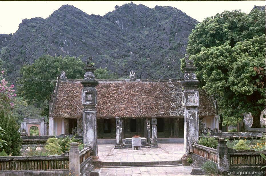 Hoa Lư: Đền Den Le Dai Hanh