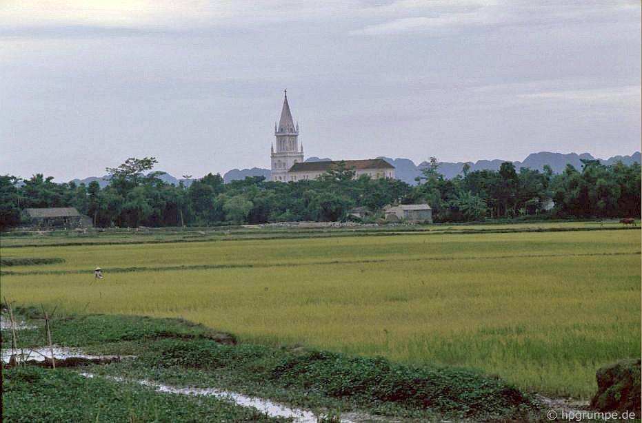 Phong cảnh với nhà thờ