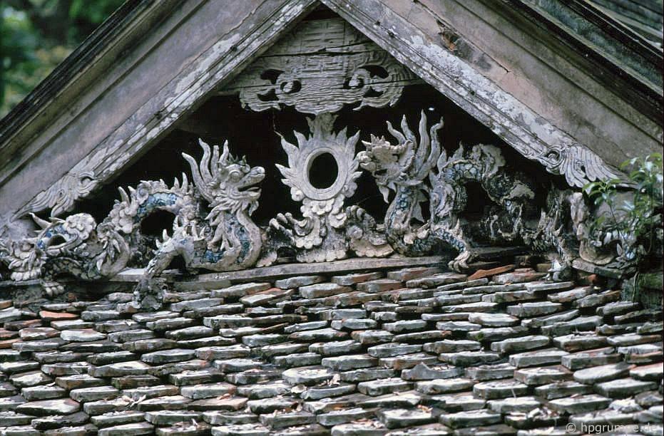 Chùa chùa thầy: trang trí mái nhà