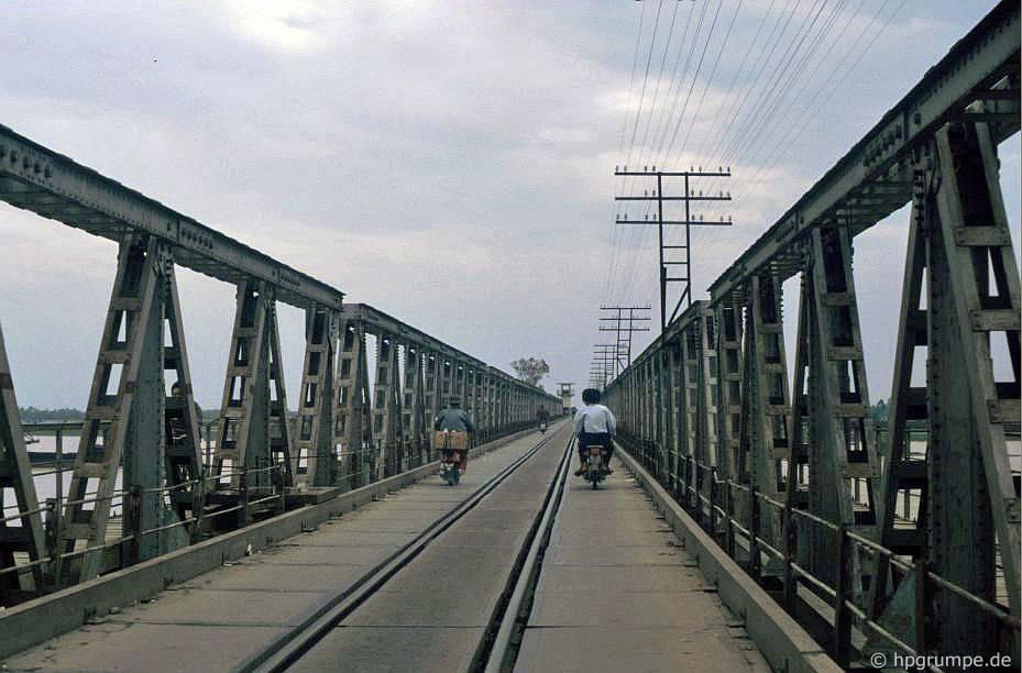 Cùng nhau sử dụng đường bộ và cầu đường sắt