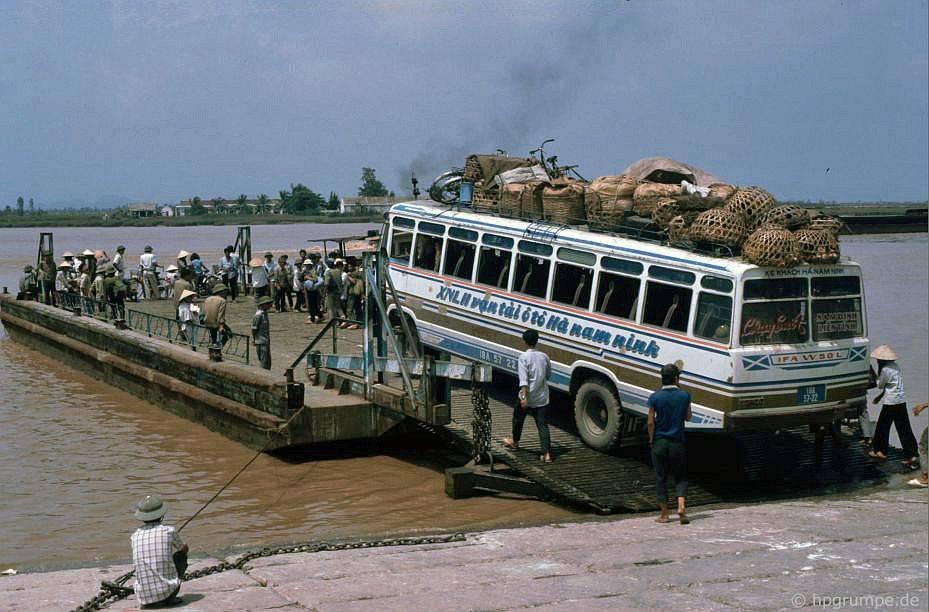 Hải Phòng: Phà qua sông Cam