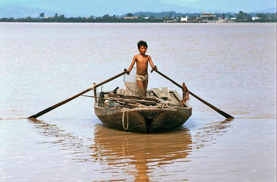 Hải Phòng: con trai trên thuyền