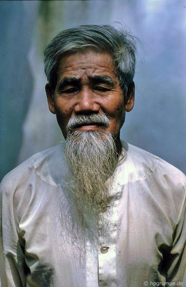 Co Loa: Người có râu