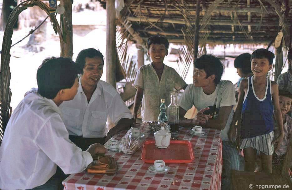 Trên bán đảo Lăng Cô: Nhà hàng nhỏ