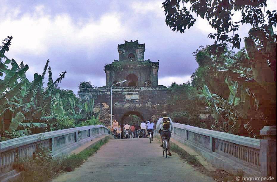 Huế: Cổng thành phố cổ