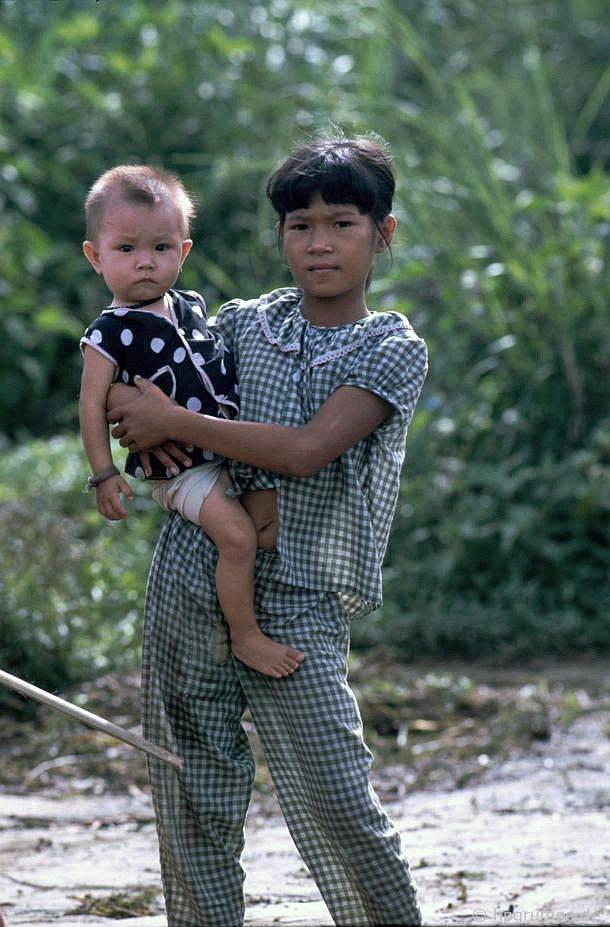 Cầu Jetty tại Ban Việt: Trẻ em