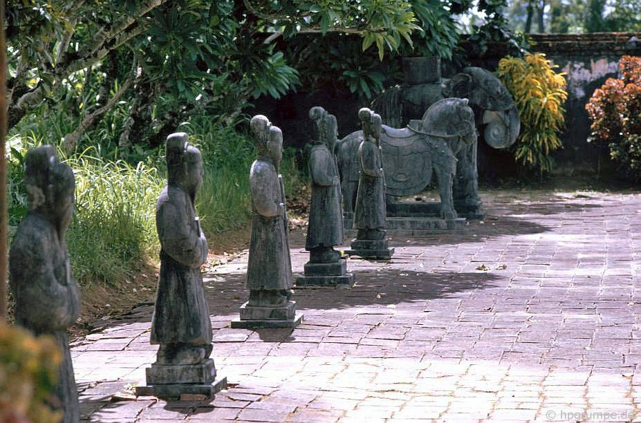 Huế: mộ Minh Mạng - nhóm các nhân vật