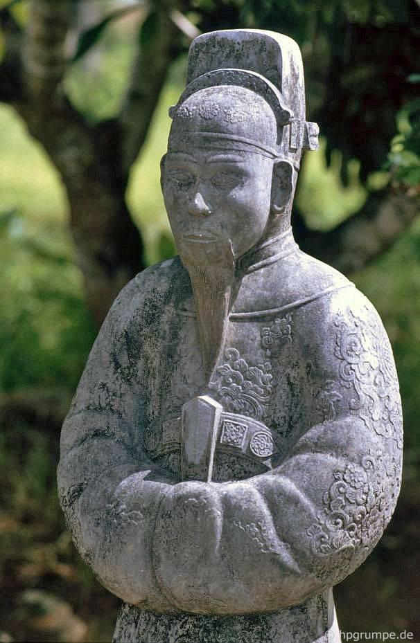 Huế: Lăng Minh Mạng - bức tượng nhỏ của một vizier