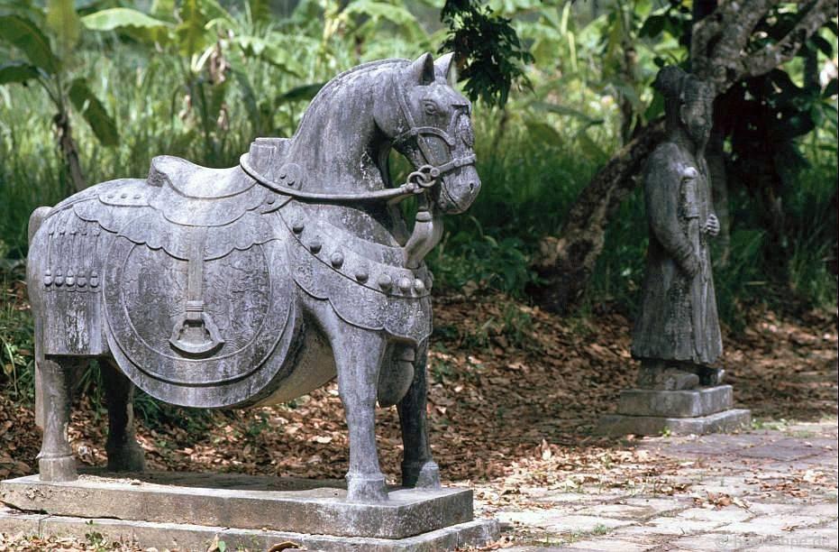 Huế: Lăng Minh Mạng - con ngựa