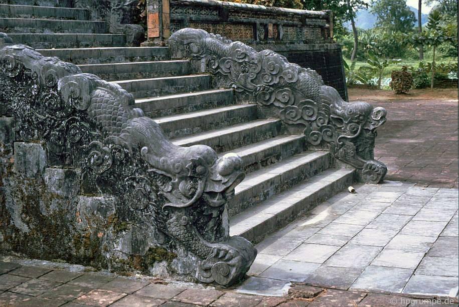 Huế: mộ Minh Mạng - cầu thang
