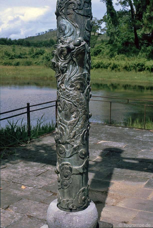 Huế: mộ Minh Mạng - Chi tiết cột