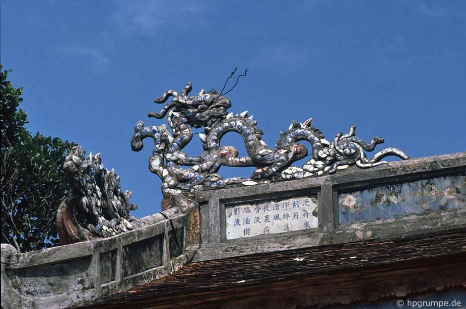 Huế: mộ Minh Mạng - chi tiết mái nhà
